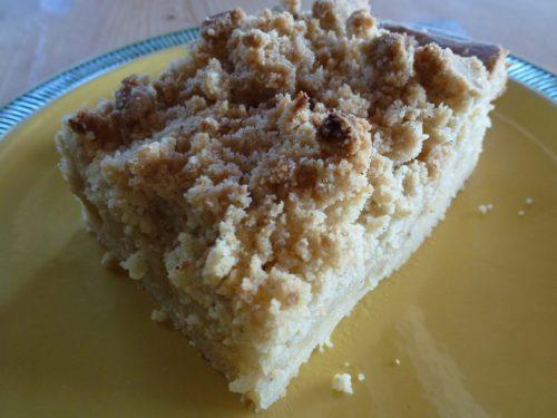 een stuk Omas crumble cake