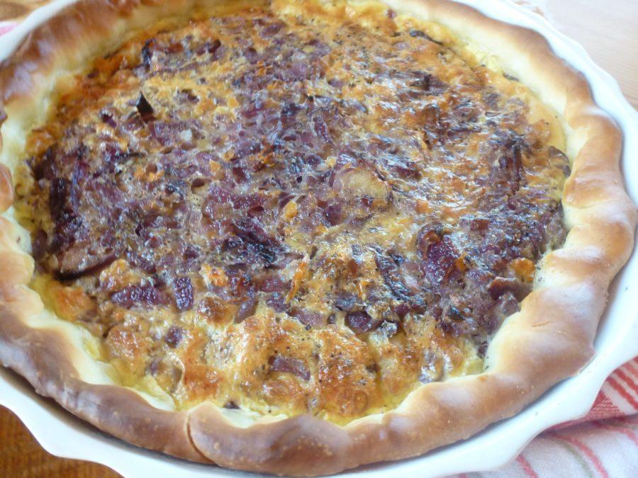 Zwiebelkuchen - Onion tart in dish