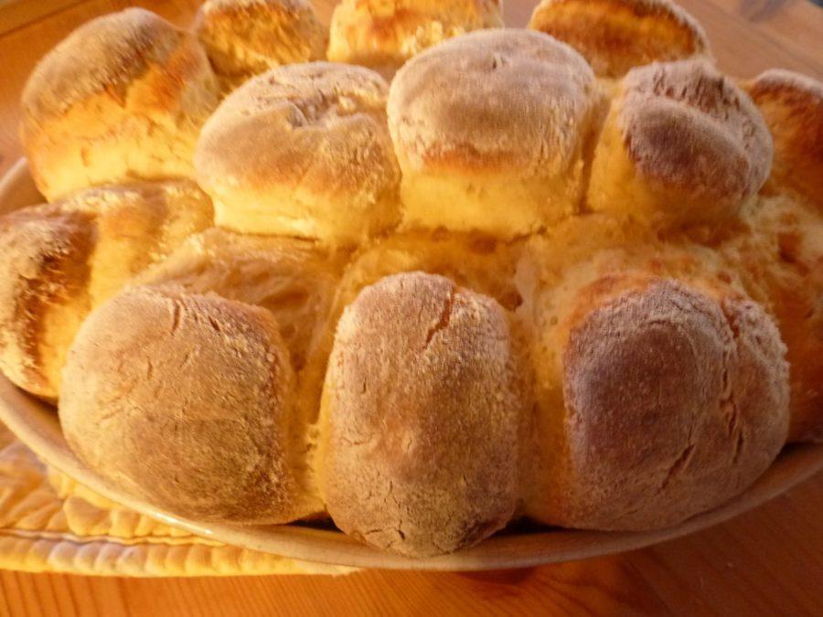 Farine de pommes de terre pain sur la plaque Rolls