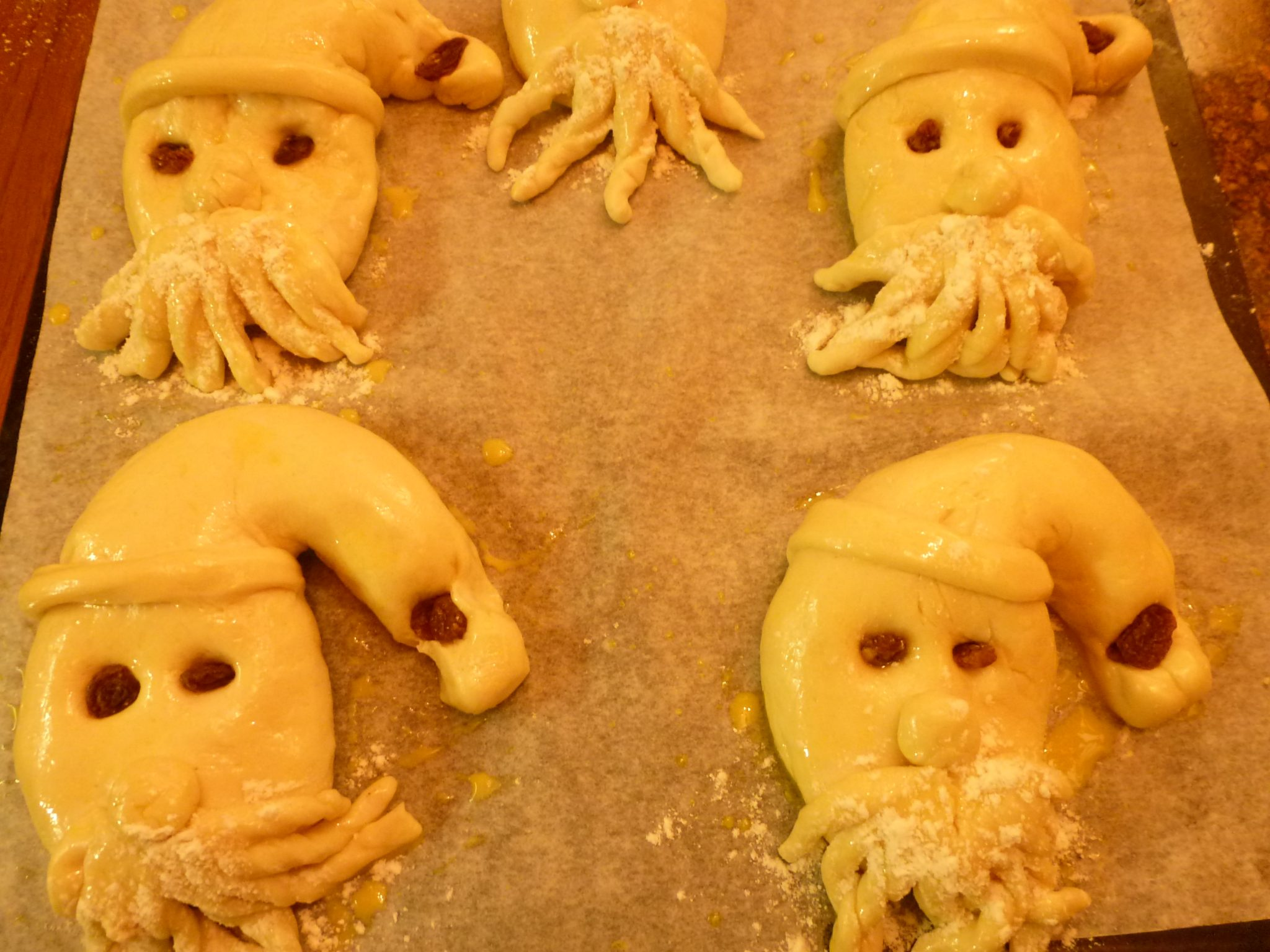 formé pâte sur une plaque à pâtisserie