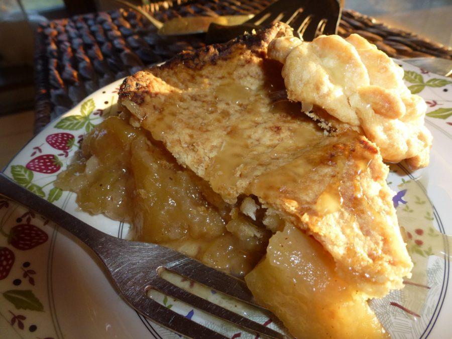 fetta di torta di mele al caramello