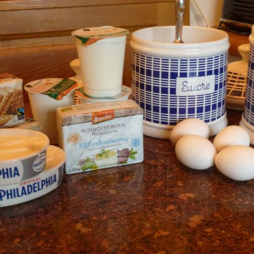 ingredients for simple creamy cheesecake