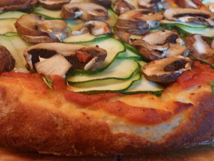 otra deliciosa vista de la pizza vegana al horno terminada