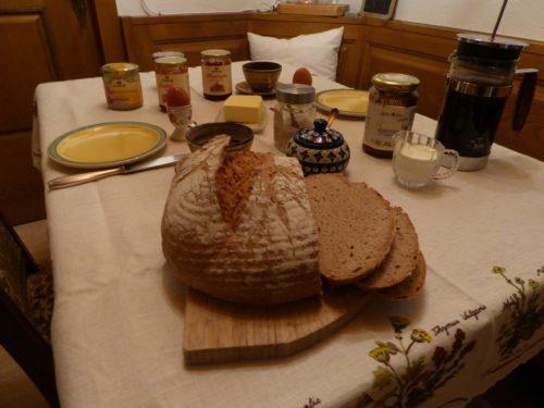 Tipico tavolo della colazione svizzero