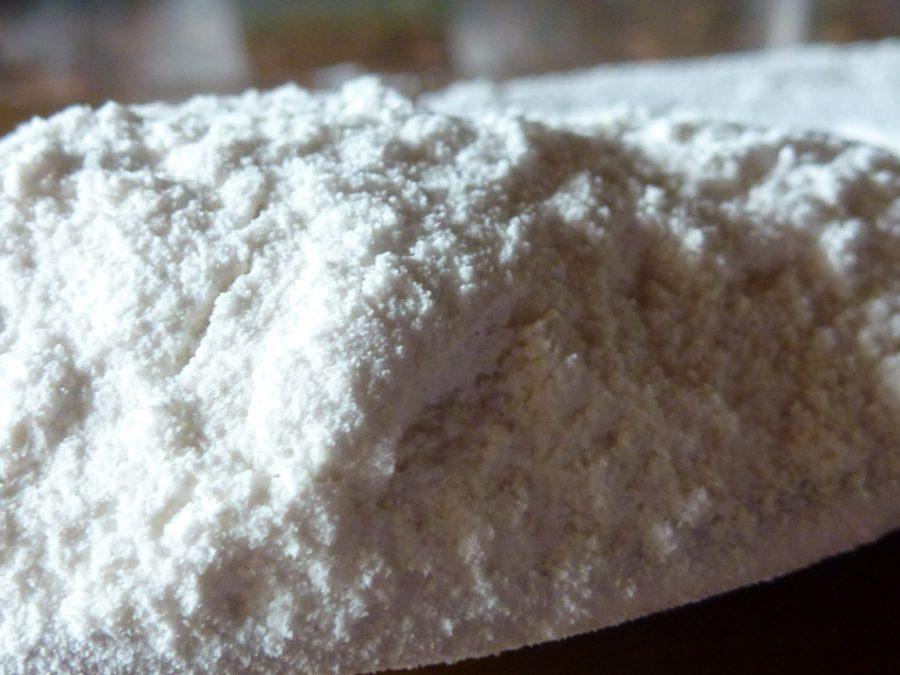 zucchero finito in polvere con un arioso e consistenza leggera