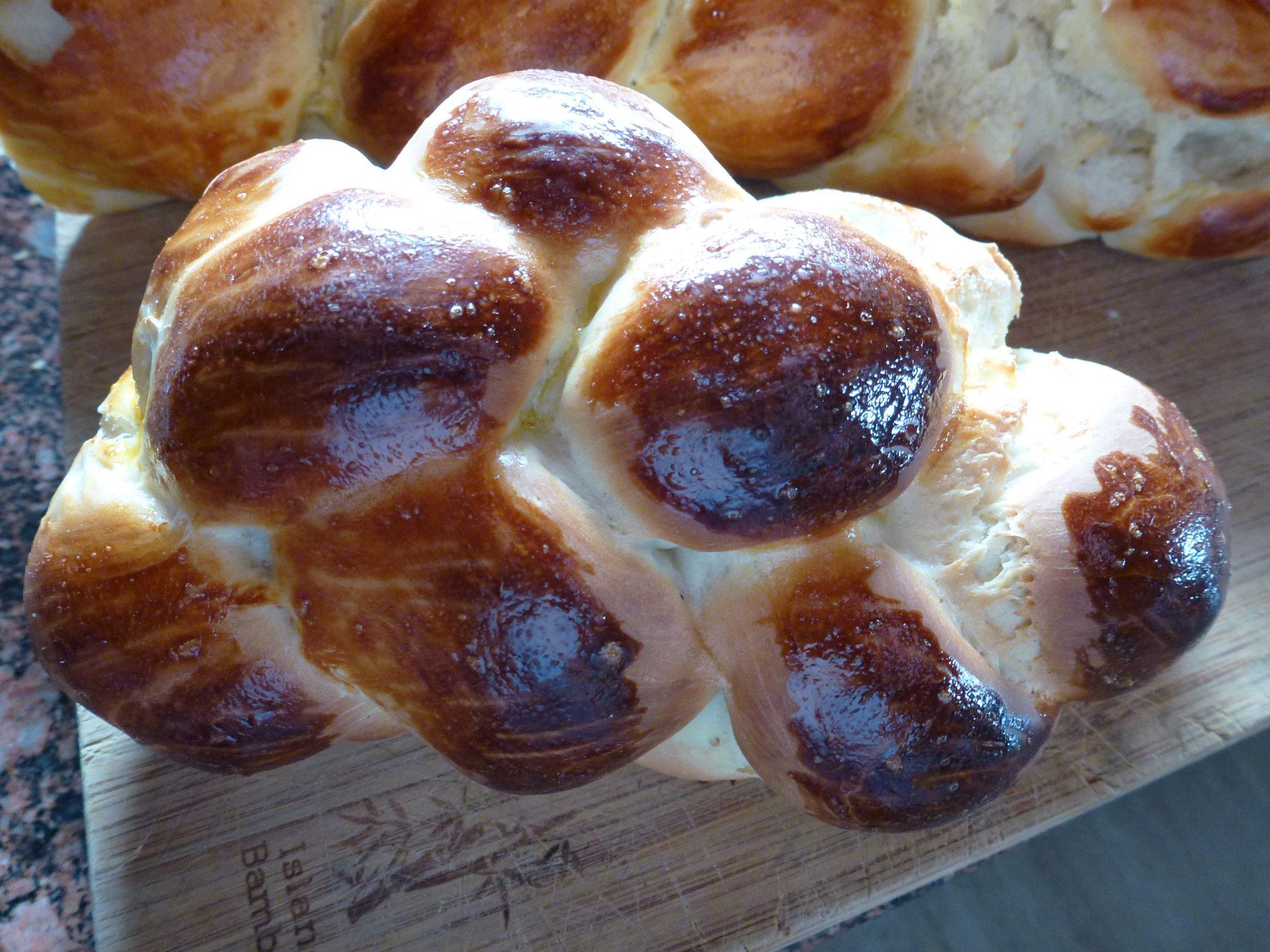 pain tressées (tresser) aussi appelé pain de pâques